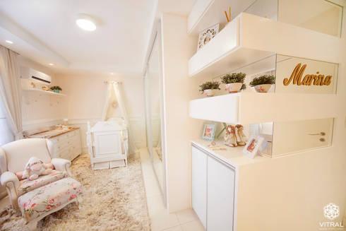 QUARTO PROVENÇAL BEBÊ – M.B.A – CIANORTE/PR: Quarto infantil  por VITRAL arquitetura . interiores . iluminação