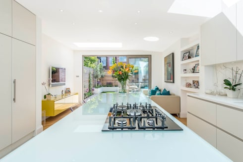 Family Living: modern Kitchen by CATO creative