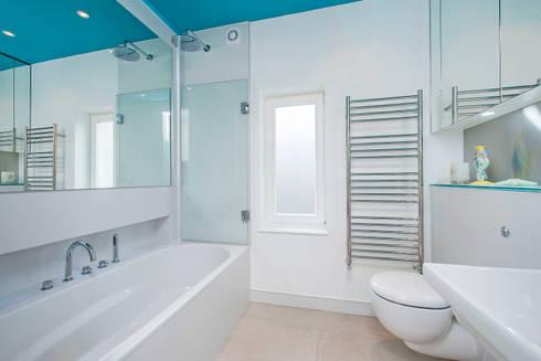 Family Bathroom: modern Bathroom by CATO creative