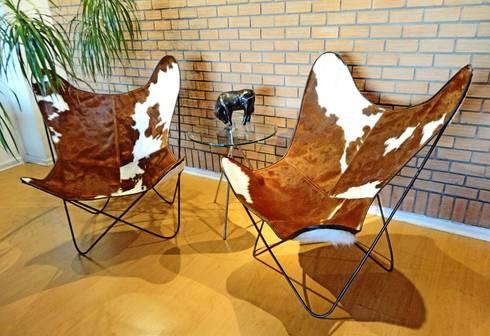 SILLON BKF EN CUERO VACUNO : Livings de estilo moderno por TAYLOR DECORACIONES