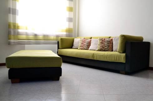 Divano M&G: Soggiorno in stile in stile Moderno di P. Pennestrì vestire gli interni
