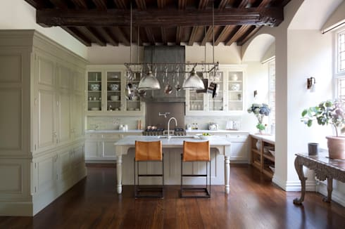 Kitchen: classic Kitchen by Artichoke