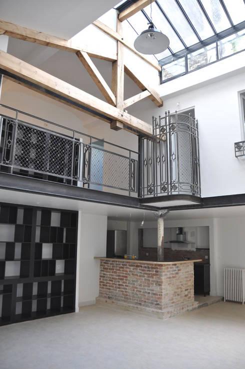 loft rue Servan Paris 11eme: Salon de style  par jean-pierre gaignard