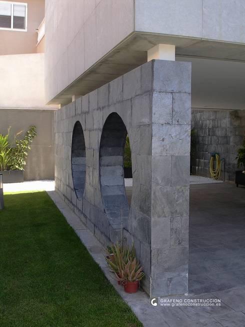 VIVIENDA UNIFAMILIAR:  de estilo  de GRAFENO ARQUITECTURA