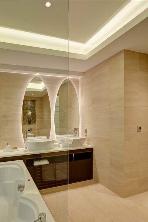 London Contemporary Home:  Houses by Hartmann Designs Ltd