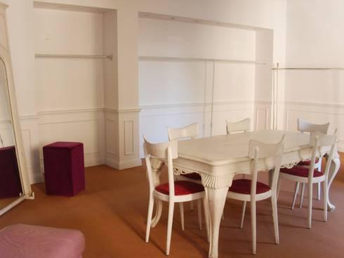 showroom boccaccini: Negozi & Locali commerciali in stile  di spazio viola