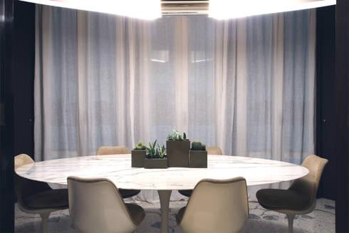 APARTMENT BIANCAMARIA: Sala da pranzo in stile in stile Moderno di PAOLO FRELLO & PARTNERS