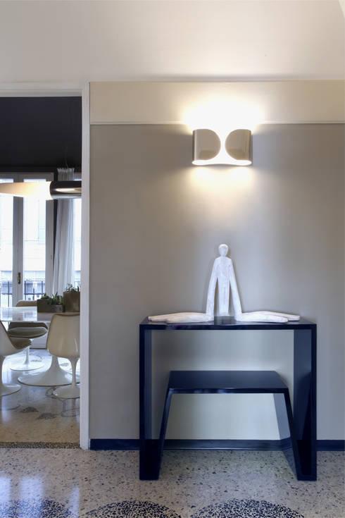 APARTMENT BIANCAMARIA: Soggiorno in stile in stile Moderno di PAOLO FRELLO & PARTNERS