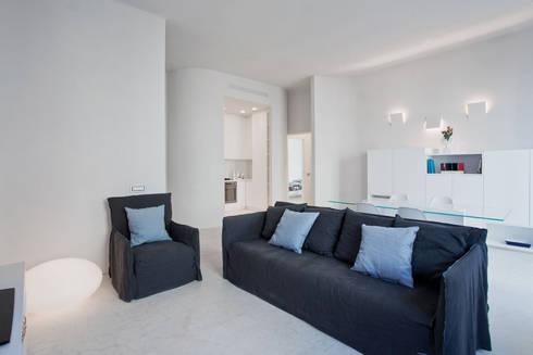 HOUSE FOR HOLIDAYS: Soggiorno in stile in stile Minimalista di PAOLO FRELLO & PARTNERS