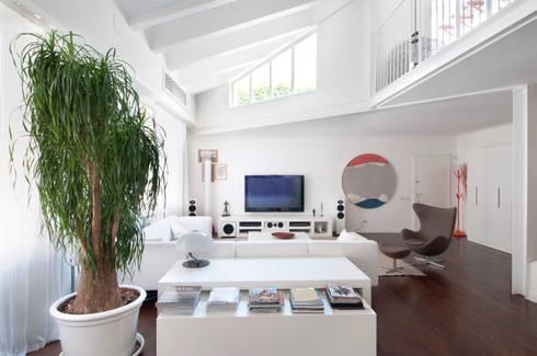 LOFT: Sala multimediale in stile  di PAOLO FRELLO & PARTNERS