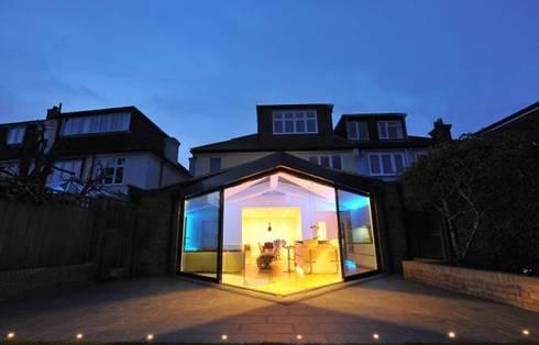 Semi-detached glory hole: modern Houses by Paul Wiggins Architects