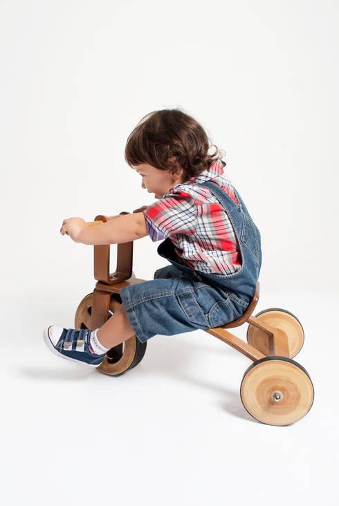 Woody Tricycle: Quarto de crianças  por Gustavo Martini