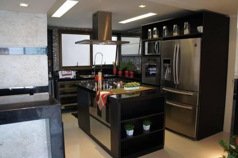 Cozinha gourmet integrada: Cozinhas modernas por Triple Arquitetura