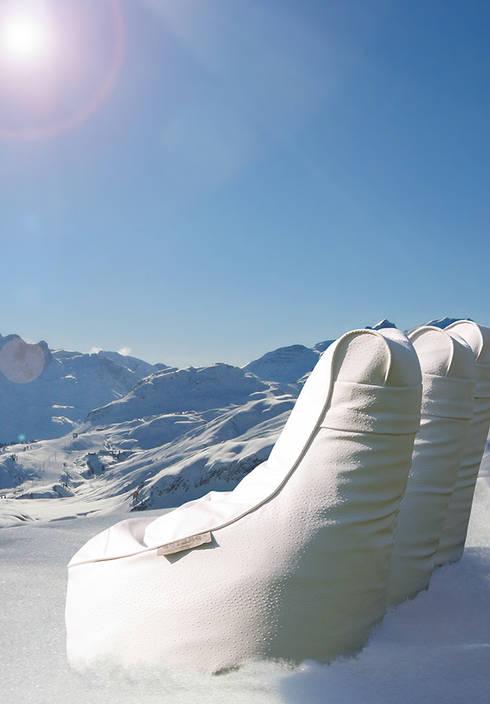 OUTBAG Slope deLuxe white: moderner Balkon, Veranda & Terrasse von Global Bedding GmbH & Co.KG