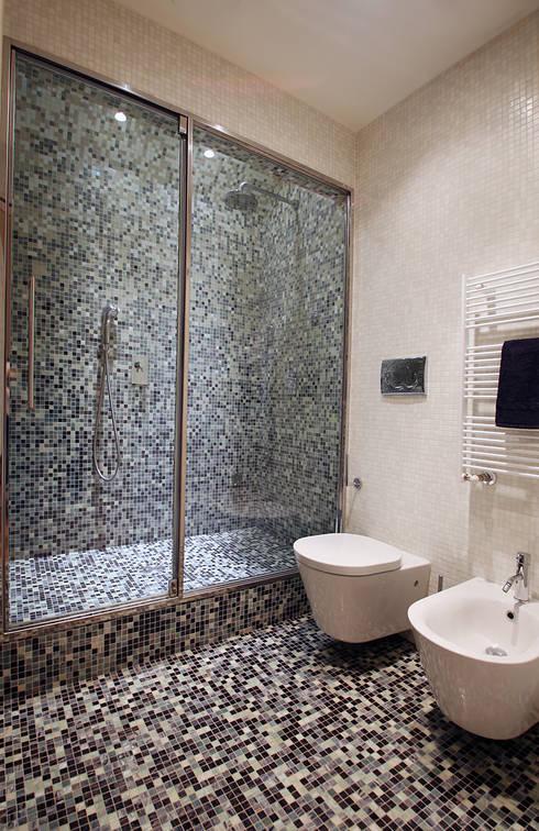 Bagno turco in mosaico: Bagno in stile in stile Minimalista di Filippo Colombetti, Architetto