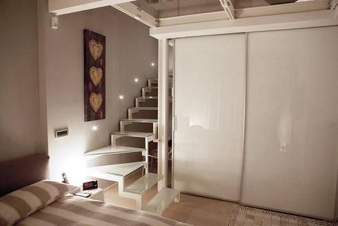 Loft in Milan: Ingresso & Corridoio in stile  di Studio Arkimode