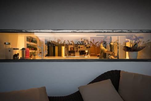 Attico sullo Stretto: Case in stile in stile Minimalista di Mobilificio Marchese