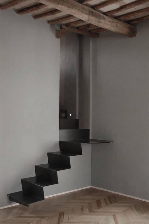 Appartamento Monti:  in stile  di Km0 Architetti