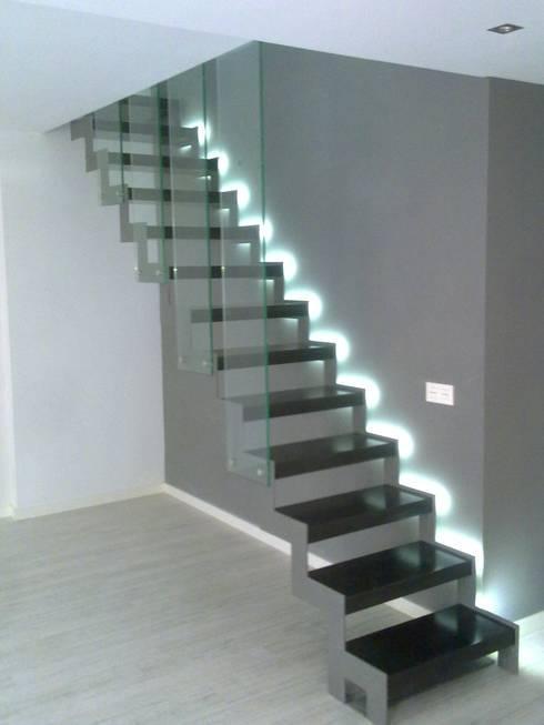 escalera de diseño: Casas de estilo  de riarsa 2006 sl
