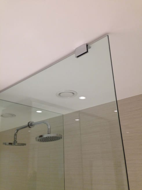 Shower Wall Mirror Cladding: modern Bathroom by bohdan.duha