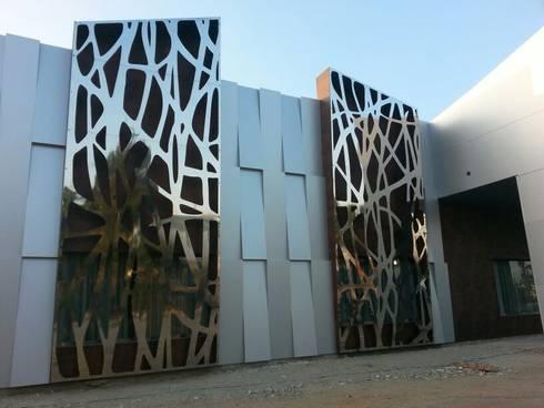 fachada puerta europa. almeria:  de estilo  de decodesk arquitectura,s.l.