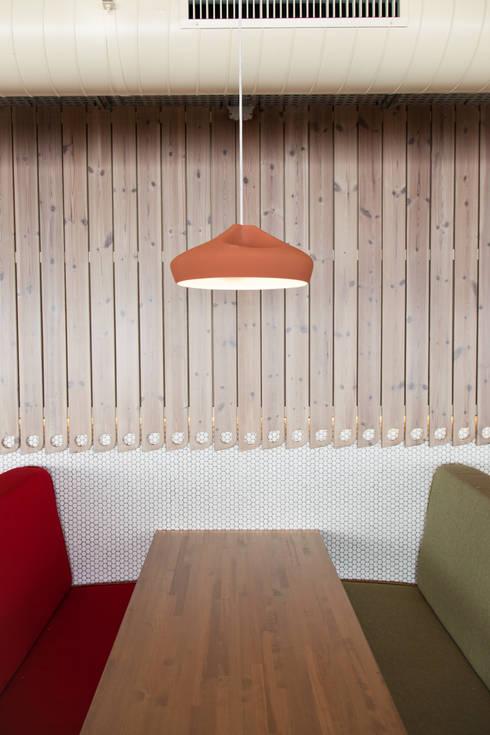 Solanelles, Grandvalira: Locales gastronómicos de estilo  de Stone Designs