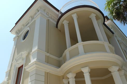 Restauro conservativo del Villino Orsini: Case in stile in stile Classico di Laura Marini Architetto