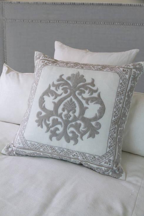 Ankatta: modern Living room by Atelier Textiles