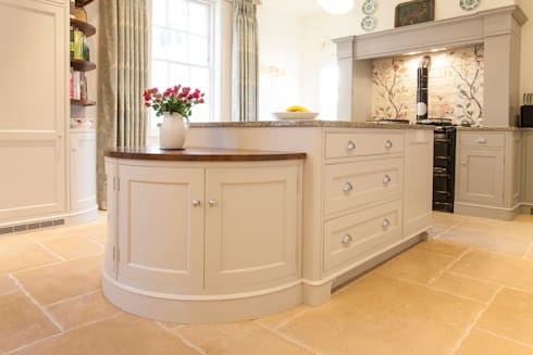 Kitchen Island: classic Kitchen by Baker & Baker