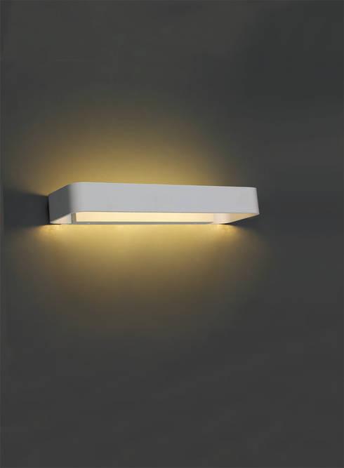 BL-DEL-1933: Ingresso, Corridoio & Scale in stile in stile Moderno di BIPALED s.r.l.