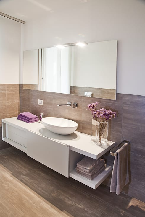 il Bagno principale: Bagno in stile in stile Moderno di STUDIO PAOLA FAVRETTO SAGL - INTERIOR DESIGNER