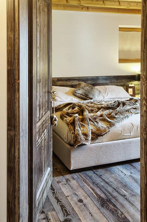 La camera padronale: Camera da letto in stile in stile Moderno di STUDIO PAOLA FAVRETTO SAGL - INTERIOR DESIGNER