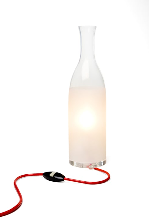 Lampe éthylique: Chambre de style  par Tse & Tse associés