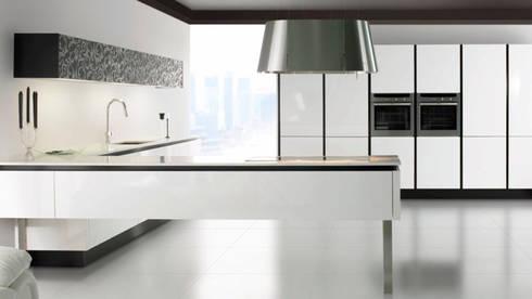 Cocinas modernas: Comedores de estilo moderno de Casasola Decor