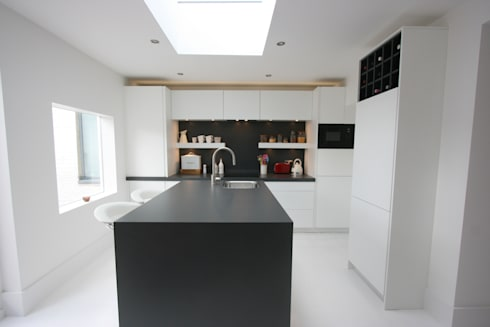 Westbourne Grove, Notting Hill, London Kitchen: minimalistic Kitchen by Laura Gompertz Interiors Ltd