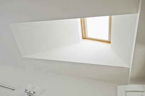 <q class='-first'>Casa D</q> Milano: Case in stile  di PAOLO DANIOTTI