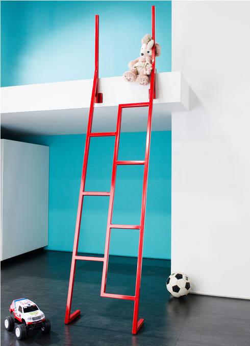 KidsLofty, las nuevas escaleras infantiles para los hogares japoneses: Dormitorios de estilo mediterráneo de Alegre Design