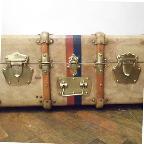 Vintage Vellum Trunk: classic Living room by Travers Antiques