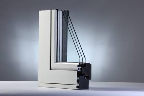PLANAR100 INFISSO in LEGNOALLUMINIO VISTA ESTERNA COMPLANARE: Balcone, Veranda & Terrazzo in stile  di ANGER SRL