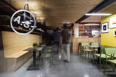 Bocatería A Seca: Locales gastronómicos de estilo  de Nan Arquitectos