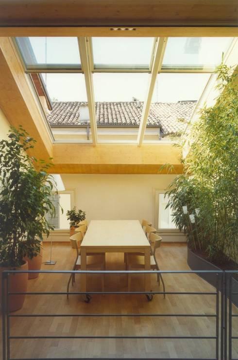 giardino d'inverno: Case in stile in stile Minimalista di Laboratorio di Architettura