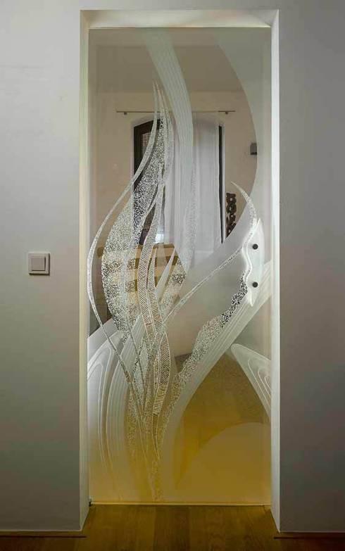 Ventanas y puertas de estilo  por kepka ART