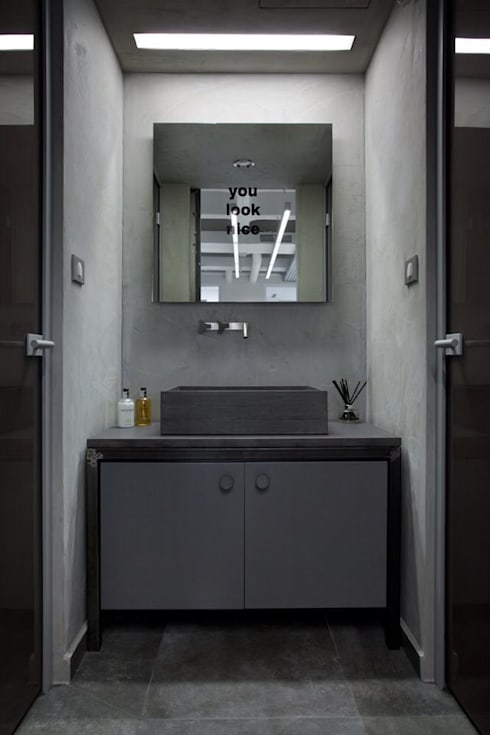 Bathroom:  Office buildings by Volume&LiGht
