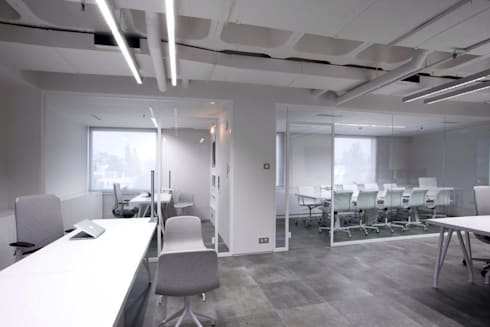 Reception area:  Office buildings by Volume&LiGht
