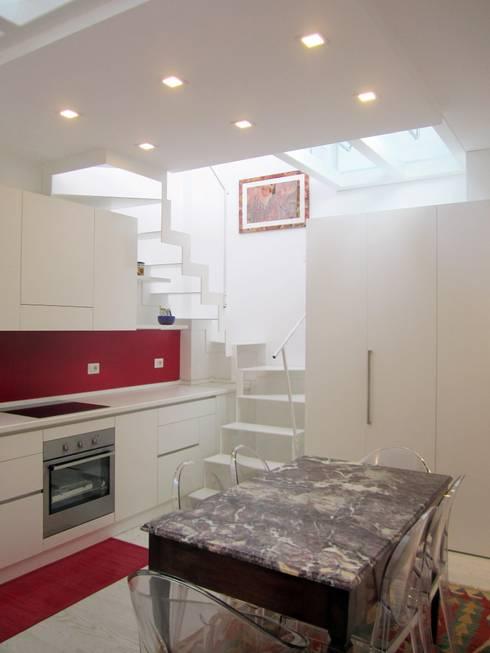 Architettura in piena luce.... La rinascita di un mini loft , 60 mq da scoprire:  in stile  di Francesca Mazziotti Architetto