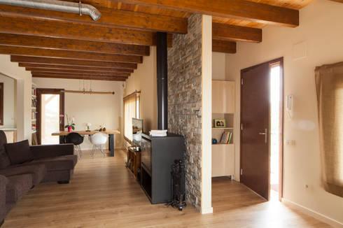 BEGUES: Hogar de estilo  de HOUSE HABITAT