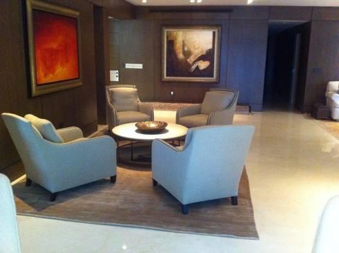 SALA - BAR : Salas de estilo moderno por FLAM RUGS