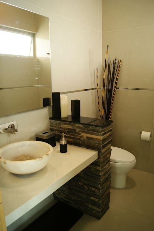 BAÑO VISITAS: Baños de estilo  por GHT EcoArquitectos