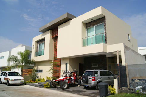 FACHADA : Casas de estilo minimalista por GHT EcoArquitectos