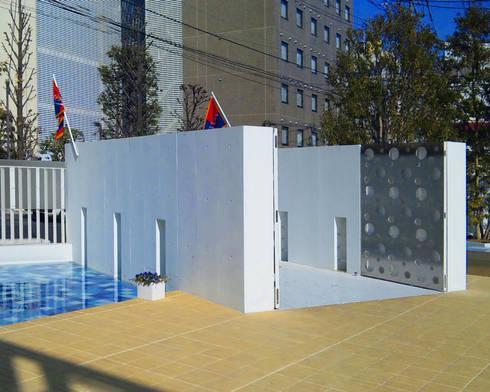 海に浮かぶレストラン: ユミラ建築設計室が手掛けた庭です。